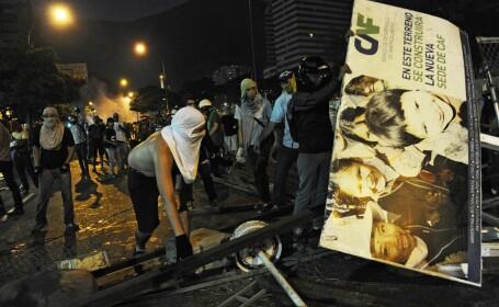 Venezuela, sub presiunea strazii. Studentii protesteaza, de doua saptamani, impotriva presedintelui Maduro