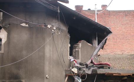 Cei doi soti care au ramas fara locuinta, dupa un incendiu devastator, raman in grija medicilor. De la ce a pornit focul