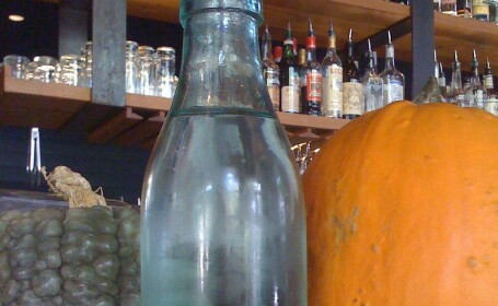 sticla din Romania intr-un bar din SUA