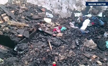 O fetita de un an si-a pierdut viata, dupa ce casa in care locuia a luat foc. Mama le lasase pe ea si pe sora ei singure
