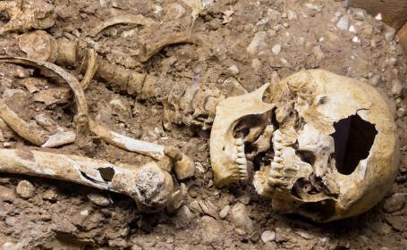 Doua schelete preistorice, vechi de 6.000 de ani, descoperite imbratisate, in Grecia