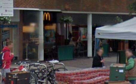 Atac rasist intr-un restaurant McDonald\'s din UK. Un barbat a dat foc parului unei femei de culoare care astepta mancarea