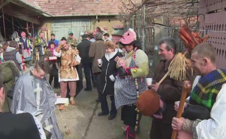 Localnicii din Alba s-au pregatit cu tumbe si costume pentru postul Pastelui. Cum arata traditia veche de 2.000 de ani