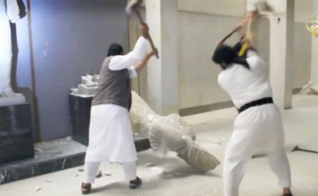 Jihadistii au facut prapad intr-un muzeu din Irak. Au distrus cu barosul artefacte vechi de 3000 de ani. VIDEO