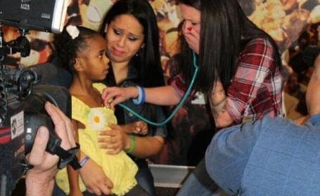Momentul trait de o mama care a acceptat sa doneze inima fiul ei unei fetite. Intalnirea celor doua, filmata de medici. VIDEO