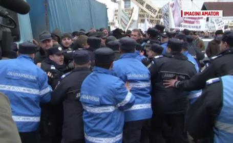 Protest cu imbranceli la Suceava. Romsilva, acuzata ca practica preturi excesive si incurajeaza comertul \