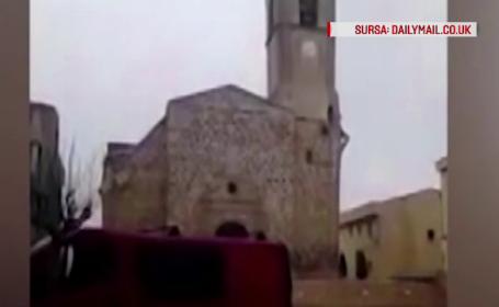 Momentul uimitor in care o biserica veche de 300 de ani se prabuseste in Spania, surprins de un tanar aflat in zona. VIDEO