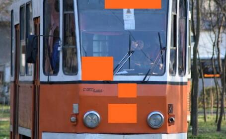 Un tanar a fotografiat un tramvai vechi din Braila, insa a surprins ceva neasteptat. Detaliul pe care l-a observat ulterior