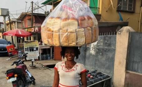 Vindea paine pe strada, iar acum e model. Cum i s-a schimbat viata dupa ce a aparut, din greseala, in poza unui cantaret