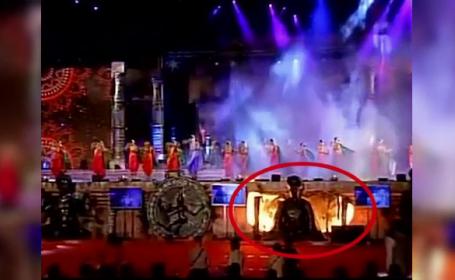 O scena a luat foc in India chiar in timpul unei reprezentatii de dans. Ce au patit dansatoarele