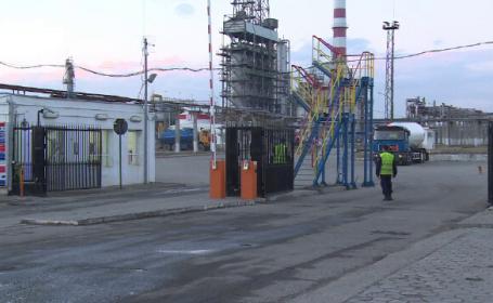 Incident grav la o rafinarie din Ploiesti. Un muncitor a fost strivit de o macara si a ajuns la spital cu leziuni severe