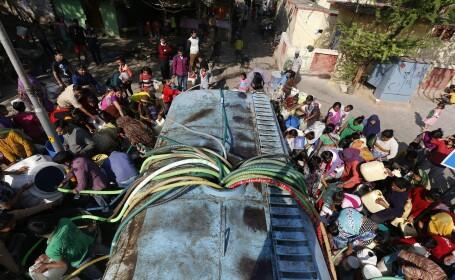 Capitala in care 10 milioane de oameni au ramas fara apa din cauza protestatarilor. 16 oameni au murit in luptele de strada