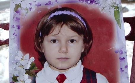 O fetita de 7 ani a murit intr-un incendiu, in casa parohiala. Copila a intrat sa puna lemne pe foc, iar centrala a explodat