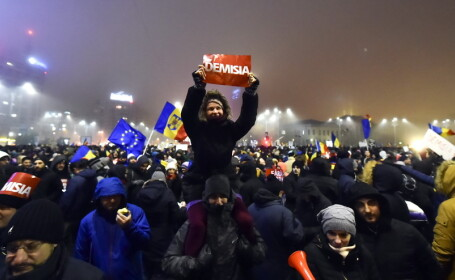 20.000 de oameni au cerut demisia Guvernului in Piata Victoriei: \