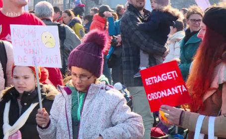Reactia parintilor acuzati ca si-ar fi expus copiii la proteste. \