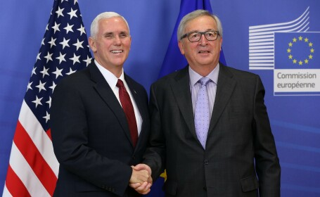 Mike Pence si Jean-Claude Juncker - Getty