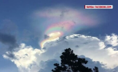 Un fenomen meteo rar i-a incantat pe locuitorii din Singapore. Un nor in culorile curcubeului a aparut pe cer