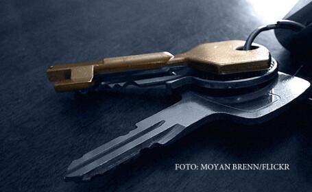 Un tanar din Bacau a intrat intr-un apartament nelocuit, folosind chei speciale. Suma uriasa pe care a gasit-o acolo