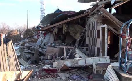 Explozie puternică la o locuință din Suceava. Proprietara, grav rănită și trei case vecine avariate