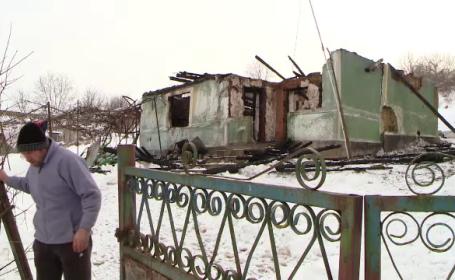 O familie din Iași a rămas pe drumuri, după ce o rudă ar fi incendiat casa