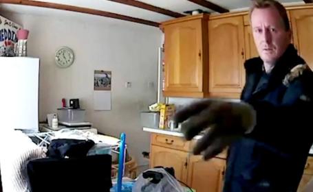 Greșeala pe care doi hoți au făcut-o, după ce au jefuit o locuință. Polițiștii i-au descoperit imediat
