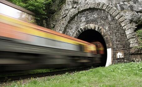 Tunel, tren