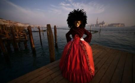Un designer român a strălucit la Festivalul de la Veneția