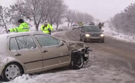 Accidente în lanţ în nordul ţării, la doar câteva ore după ce a început să ningă