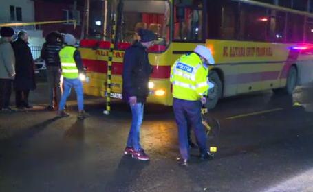 Un bărbat a murit după ce a fost lovit de un autobuz și de alte trei autoturisme