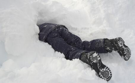 Un ieșean a agonizat în zăpadă, după o ceartă cu iubita de Valentine\'s Day