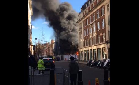 Incendiu puternic într-un cartier din Londra. Peste 50 de pompieri au intervenit