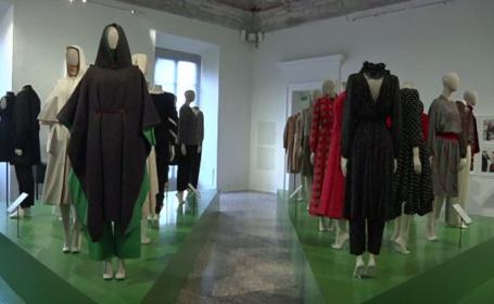 Expoziție de modă spectaculoasă din anii \'70, \'80 şi \'90 la Milano