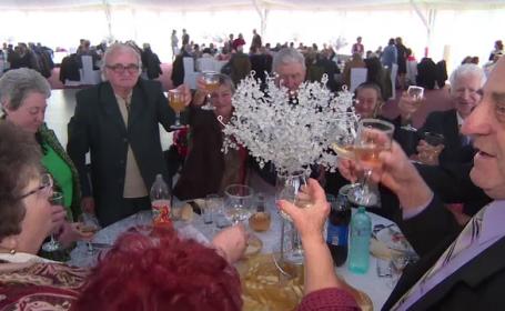 """73 de cupluri din Târgu Jiu au sărbătorit nunta de aur. """"Trebuie să ierţi ca să rezişti"""""""
