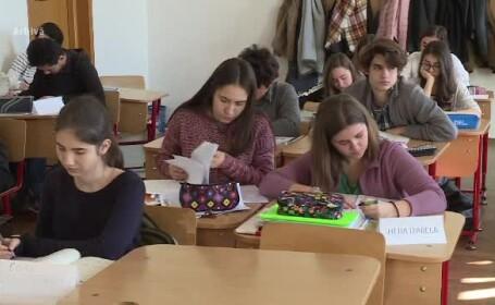 Simulare BAC 2018. Elevii de clasele a XI-a și a XII-a susțin proba la Limba maternă
