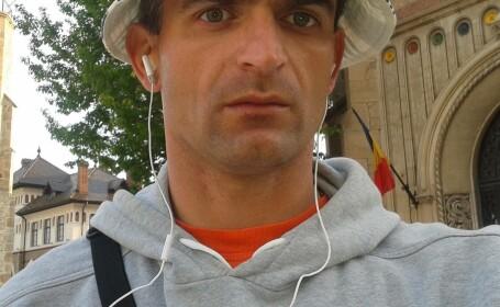 Povestea bărbatului care vinde de 20 de ani ziare în Piatra Neamţ. \
