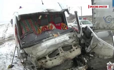 Accident cu un mort şi 4 răniţi între Galaţi şi Tecuci din cauza poleiului. Poliţia a amendat CNAIR