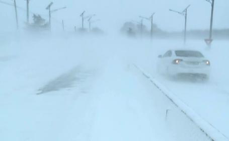 Ciclon puternic în zona litoralului. Drumuri închise și localități izolate în Dobrogea