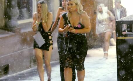 Tinerele s-au dat din nou în spectacol pe străzi în UK. Cum au apărut pe ger și ninsoare
