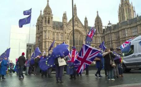 Trei miniştri de la Londra cer amânarea Brexit. \