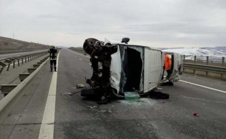Grav accident pe Autostrada A3. Un TIR s-a ciocnit cu un microbuz cu pasageri. VIDEO