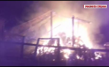 Mai multe incendii au avut loc în Bihor. O vilă și 2 hambare au ars