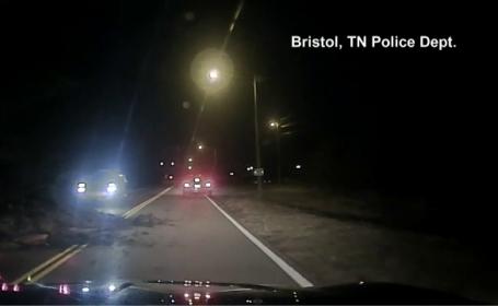 Polițist rănit de o mașină care a aterizat pe autovehiculul său din cauza pietrișului