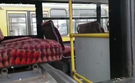 Transportul în comun, pericol public. O fetiță din Zalău a căzut din microbuz și a murit