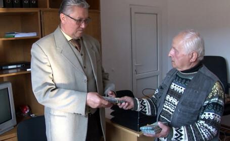 Un pensionar din Argeș a donat 10.000 € spitalului, deși are o pensie mică