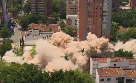 Momentul când fortăreaţa lui Pablo Escobar din Medellin este aruncată în aer