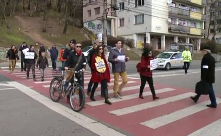 Protestele magistraților față de OUG 7 continuă. Zeci de clujeni, în stradă