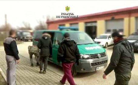 Câți migranți au fost descoperiți într-un microbuz oprit la frontieră, în Caraș-Severin