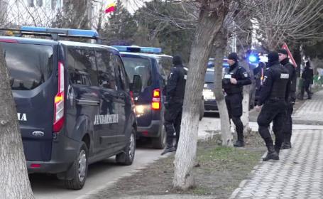 Hoț dat în urmărire generală, împușcat de polițiști în timp ce fura dinr-un magazin