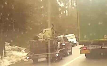 A intrat în depășirea unui TIR în curbă, dar s-a trezit în față cu o camionetă. Ce a urmat