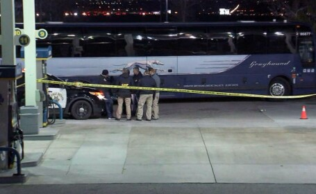 Atac sângeros la bordul unui autobuz, în California. Cel puțin o persoană a murit